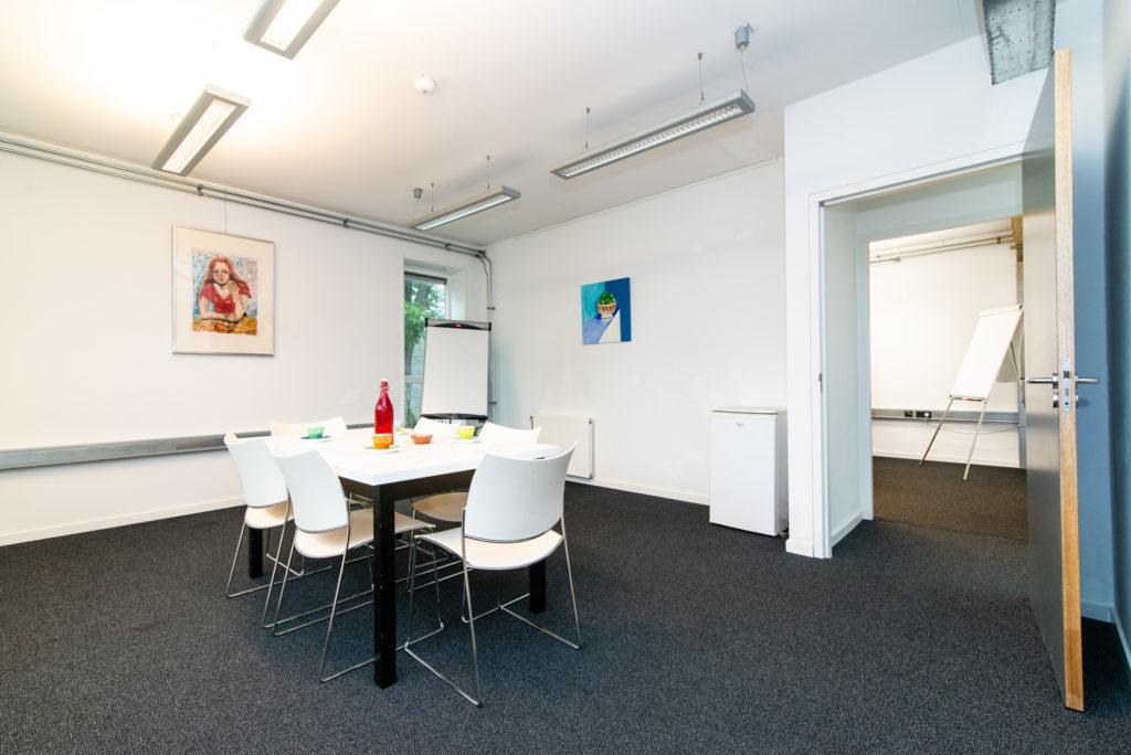Kleine kantoorruimte boven